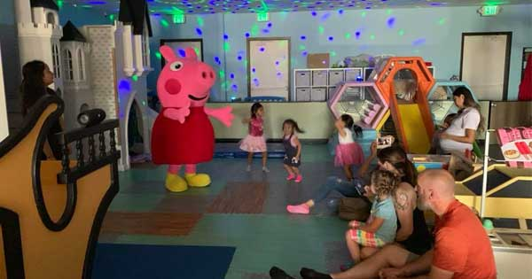 Piggy Dance Party and Storytime